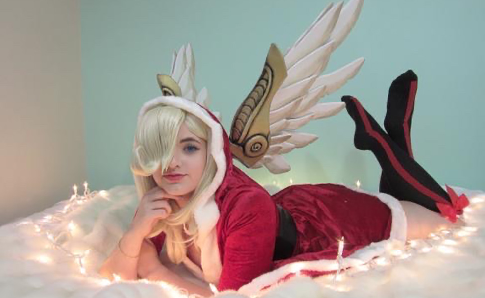 Christmas Santa Mercy Cosplay from Overwatch by s_noelle_cosplay