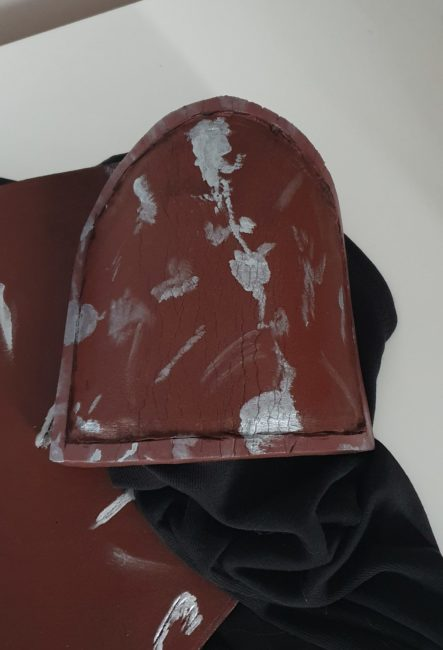 Right shoulder armor